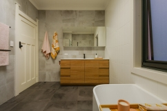 Upstairs bathroom 85BWigram_Rd_Darren_Long